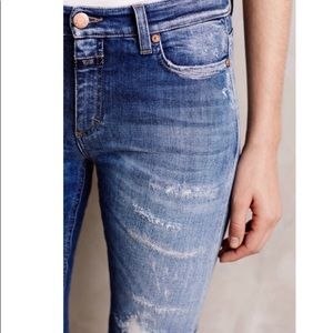 Closed Lizzy Mid Blue Distressed Jean